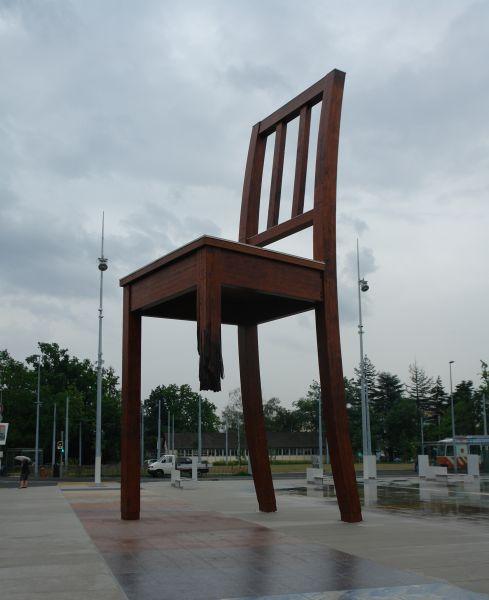 frikworld broken chair geneve. Black Bedroom Furniture Sets. Home Design Ideas
